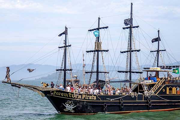 Passeio com o Barco Pirata